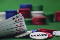 赌博在啤牌 免版税库存照片