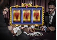 赌博娱乐场在赌博人的纸牌前面的老虎机7's 免版税库存图片