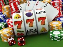 赌博娱乐场概念 困境 啤牌卡片、芯片和模子 免版税库存图片