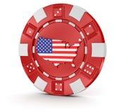 赌博娱乐场芯片有美国(包括的裁减路线的)地图的 库存照片
