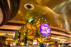 赌博娱乐场霓虹四分之一标志 库存图片