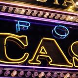 赌博娱乐场霓虹灯广告 库存图片