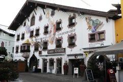 赌博娱乐场Goldenen格雷夫在Kitzbà ¼恶劣环境测井城市在花花公子 免版税库存照片