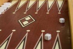 赌博的步步高骨头正方形白色模子有被弄脏的背景 免版税库存图片