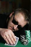 赌客啤牌 免版税图库摄影