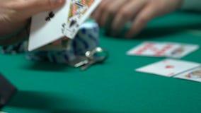 赌客暴露卡片,赢取金钱和房子,两个对组合,时运 股票录像