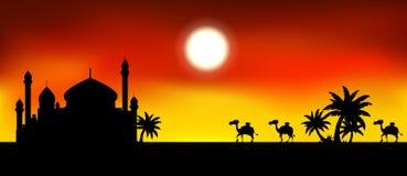赖买丹月与清真寺的kareem背景和骆驼绊倒剪影 免版税库存图片