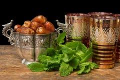 赖买丹月Iftar日期和茶 免版税库存照片