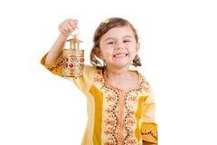 赖买丹月Kareem -庆祝有她的灯笼的愉快的女孩赖买丹月 免版税库存图片