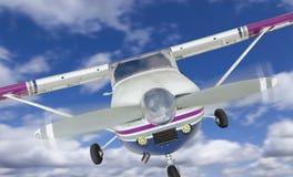 赛斯纳172唯一推进器飞机前面在天空的 库存图片