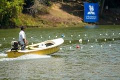 赛跑一条长的小船的传统 免版税库存图片