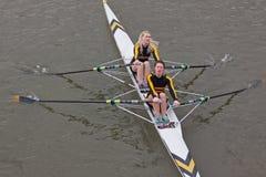 赛跑划船者的女孩 免版税库存图片