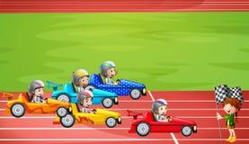 赛跑在体育场内的一级方程式赛车 皇族释放例证