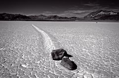 赛跑岩石的死亡谷 免版税库存照片