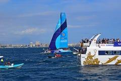 赛跑接近观众的小船富豪集团海洋种族阿利坎特的Vestas第11个小时2017年 库存图片