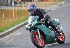 赛跑本田NSR250的经典摩托车街道在Methven新的玉蜀黍属 免版税库存照片