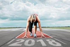 赛跑者起动跑道2017年 免版税库存照片