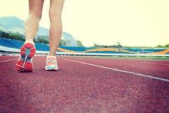赛跑者运动员运行中 免版税库存图片