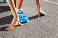 赛跑者鞋子特写镜头-跑 免版税库存照片