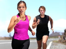 赛跑者-夫妇运行中 库存照片