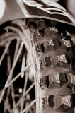 赛跑轮胎的自行车 免版税库存照片