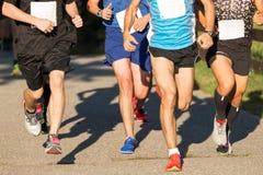 赛跑5K的人在夏天 免版税库存图片