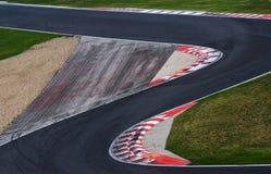 赛马跑道赛车的曲线路 免版税库存照片