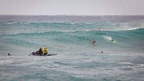 赞成冲浪的日落海滩夏威夷 免版税库存照片