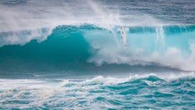 赞成冲浪者失去的冲浪板日落海滩夏威夷 库存照片