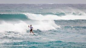 赞成冲浪者日落海滩夏威夷 免版税库存照片
