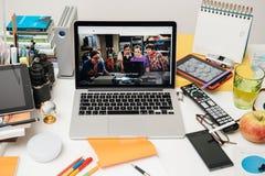 赞成苹果电脑新的iPad, iPhone 6s, 6s加上和苹果计算机电视 库存图片
