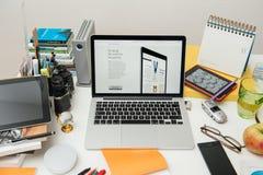 赞成苹果电脑新的iPad, iPhone 6s, 6s加上和苹果计算机电视 免版税库存图片