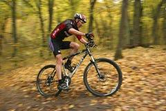 赞成骑自行车的人迷离 免版税库存图片