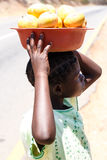 赞比亚- 2013年10月14日:当地人民在赞比亚着手生活 免版税图库摄影