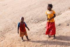 赞比亚- 2013年10月14日:当地人民去日常生活 库存图片