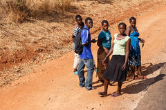 赞比亚- 2013年10月14日:当地人民去日常生活 免版税库存图片