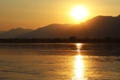 赞比西河日落 免版税库存图片