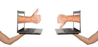 赞许和下来与笔记本屏幕 免版税库存照片