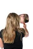 赞赏的手镜俏丽的反映妇女 库存照片