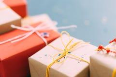 赠礼传统欢乐季节工艺礼物 免版税库存图片