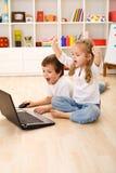赢取的计算机兴奋比赛孩子 免版税库存图片