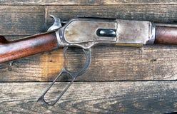赢取西部的枪 免版税库存图片