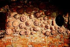赤土陶器太阳装饰的手工制造收藏 库存图片
