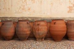 赤土陶器油罐在Agia Triada修道院里在克利特 免版税库存照片