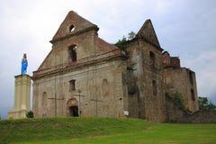 赤脚卡默利特平纹薄呢父亲的修道院的废墟Zagà ³ rze的在萨诺克(波兰, Podkarpackie省)附近 免版税图库摄影