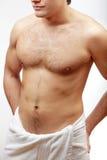 年轻赤裸上身的肌肉人 免版税库存照片