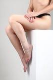 赤裸坐的妇女 免版税库存图片