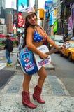 赤裸女牛仔时代广场 免版税库存照片