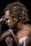 赤裸的人盖在泥和 免版税库存照片