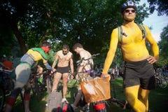 赤裸自行车乘驾在塞萨罗尼基-希腊 库存照片